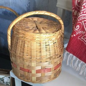 1920's Vintage Baked good carrying basket with lid